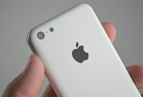 foto-iphone-5c-oficialno-predstavleno-smi-izvestna-cena-3