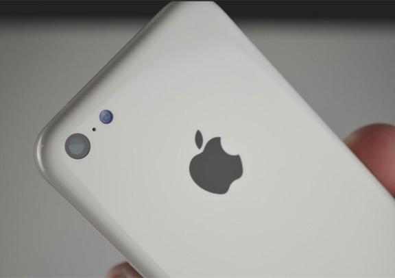 foto-iphone-5c-oficialno-predstavleno-smi-izvestna-cena-4