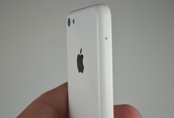 foto-iphone-5c-oficialno-predstavleno-smi-izvestna-cena-8