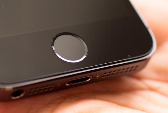 skaner-otpechatkov-palcev-v-iphone-5s-mozhet-zapomnit-do-25-otpechatkov