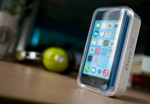 tim-kuk-snyal-status-byudzhetnogo-smartfona-s-iphone-5s