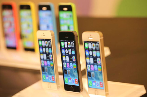 v-rossii-nachinayutsya-prodazhi-iphone-5s-i-iphone-5c