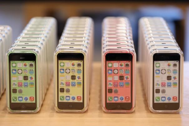apple-ostanavlivaet-proizvodstvo-iphone-5c-