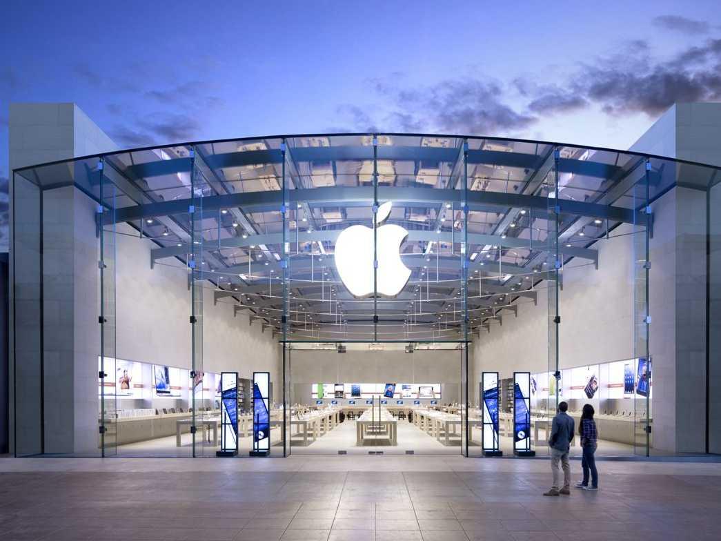 v-rossii-otkryvaetsya-pervyj-apple-store