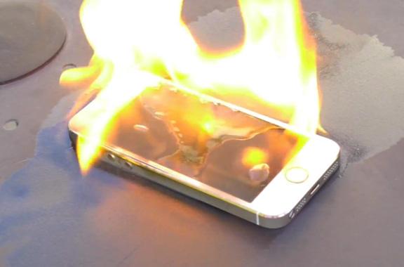 Почему на айфоне батарея горит желтым цветом