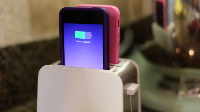 obzor-dok-stancii-foaster-dlya-iphone-55c5s-toster-dlya-vashix-smartfonov---
