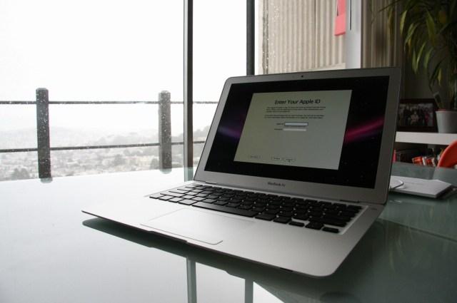 apple-vypustit-macbook-air-s-displeem-retina-v-etom-godu