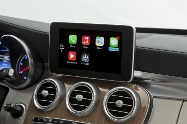 mercedes-benz-prodemonstrirovala-carplay-v-avtomobile-s-klassa-