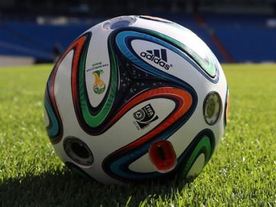 adidas-predstavila-futbolnyj-myach-so-vstroennymi-kamerami