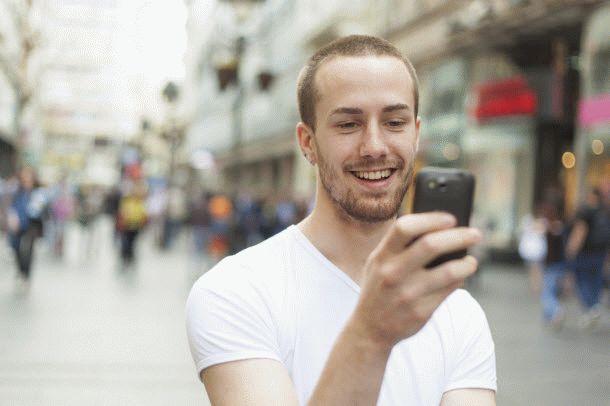 smartfonyi-s-displeem-menee-5-dyuymov-poteryali-populyarnost-