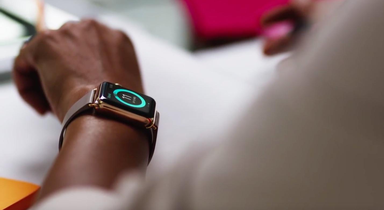 Apple Watch на запястье