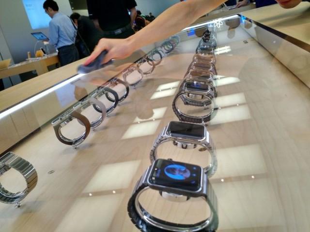 Apple Watch на витрине