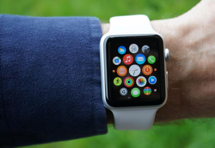 Apple watch series 3 (gps) и все более ранние модели часов будут работать с iphone 5s, или поздними моделями телефона с установленной последней версией ios.