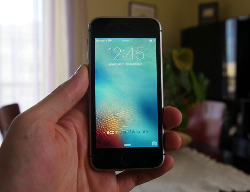 pervoe-video-s-uchastiem-iphone-5se-sravnenie-s-drugimi-modelyami-iphone-