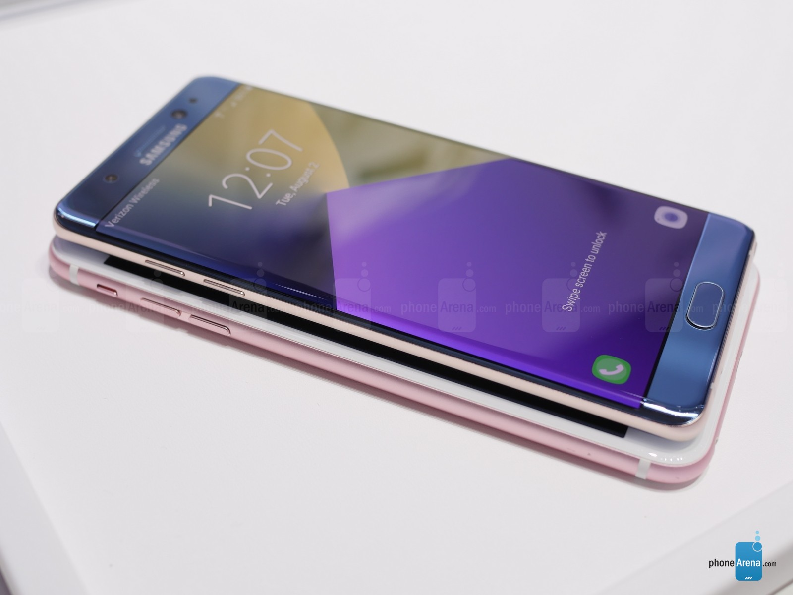 Samsung-Galaxy-Note-7-vs-Apple-iPhonfgfge-6s-Plus