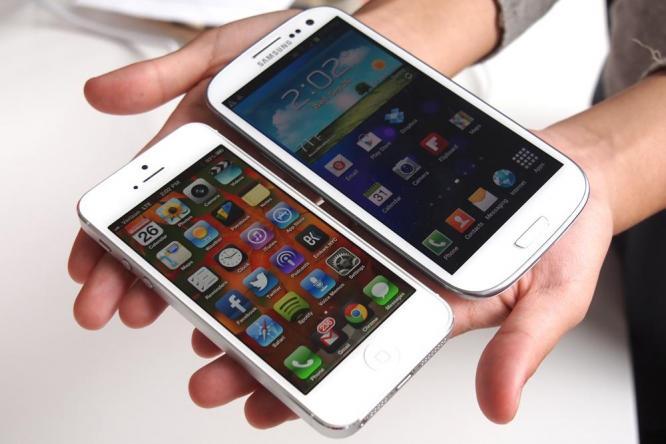 sravnenie-iphone-5-i-samsung-galaxy-s4-borba-idolov-chto-vybrat----