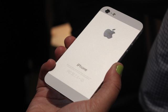 apple-nameknula-chto-iphone-5s-vyjdet-v-sentyabre-