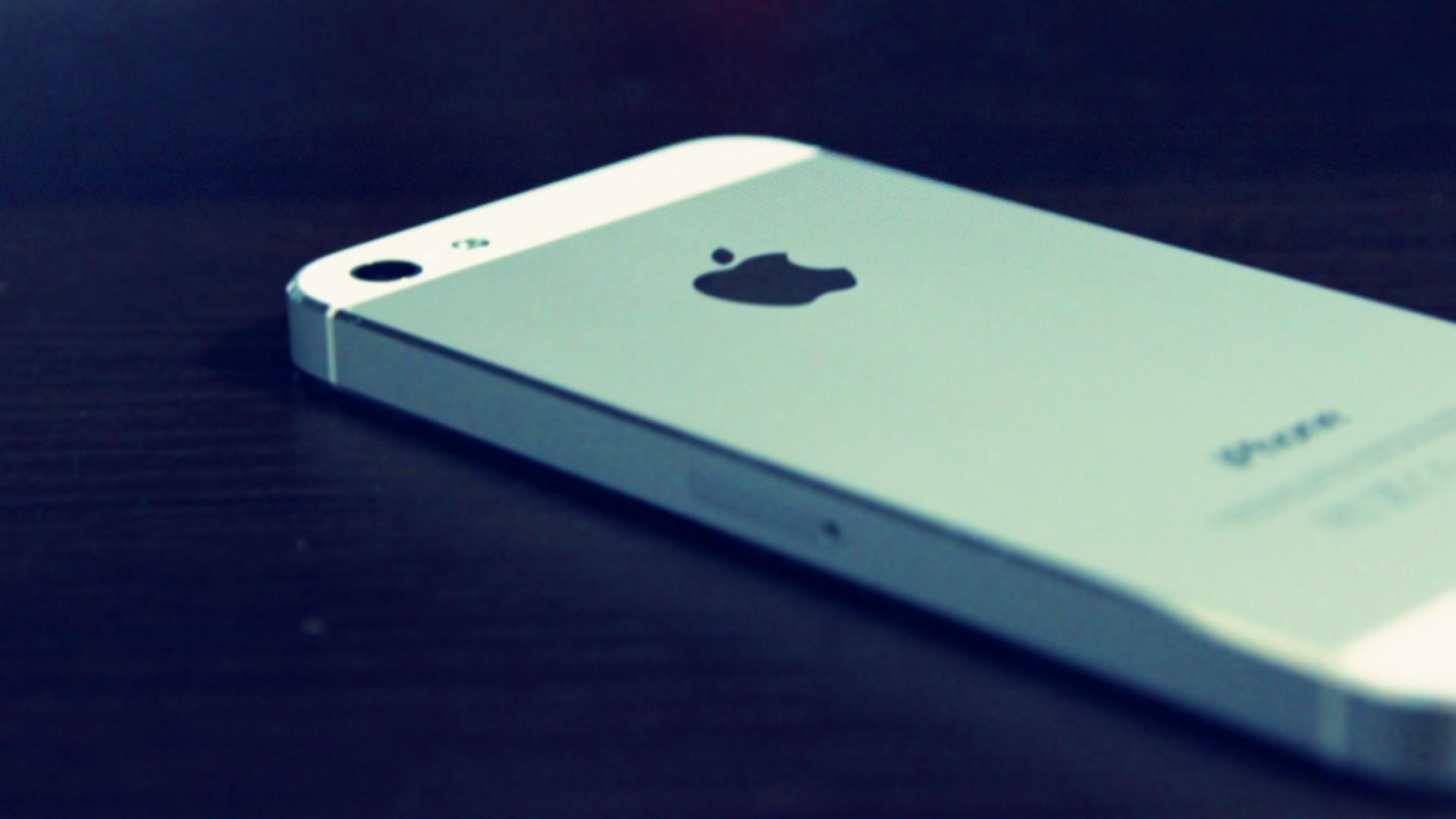 apple-nameknula-chto-iphone-5s-vyjdet-v-sentyabre--