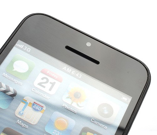 oficialnoe-foto-iphone-5c-uteklo-v-set-