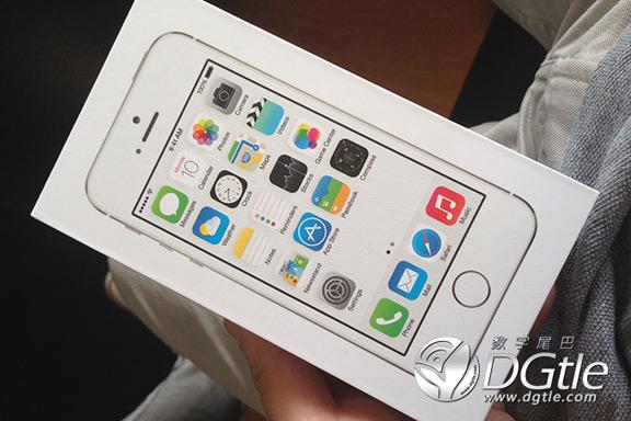 fotografii-pervoj-raspakovki-iphone-5s-