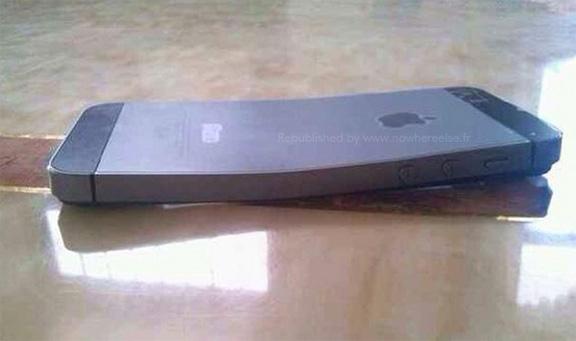 iphone-5s-gnutsya-v-karmanax-polzovatelej-foto-----