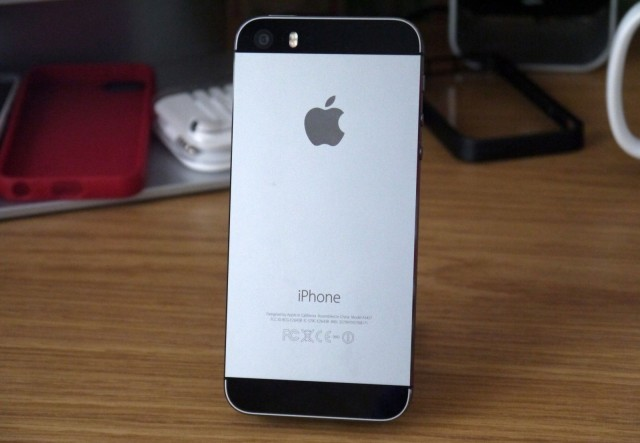 prichina-problem-s-akkumulyatorami-v-iphone-5s-proizvodstvennyj-brak