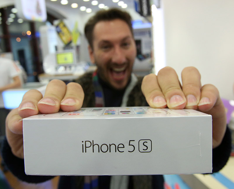 apple-spravilas-s-deficitom-iphone-5s-v-ssha