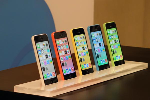 apple-otkazhetsya-ot-proizvodstva-plastikovyx-smartfonov