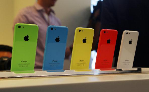 apple-nachala-prodazhi-iphone-5c-s-8gb-obemom-vstroennoj-pamyati