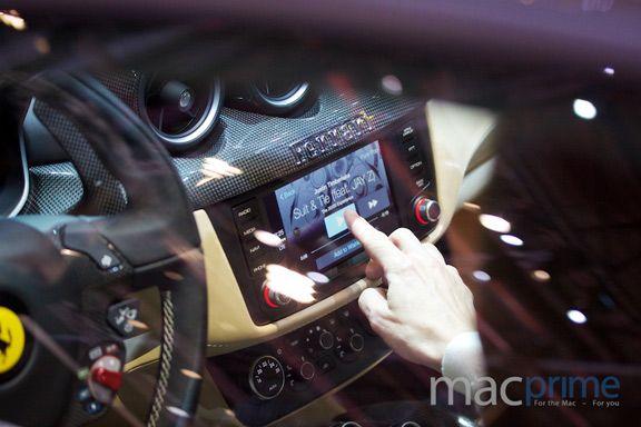 promo-video-carplay-ot-kompanii-mercedes-benz-foto-s-prezentacii-carplay-sovmestno-s-ferrari------