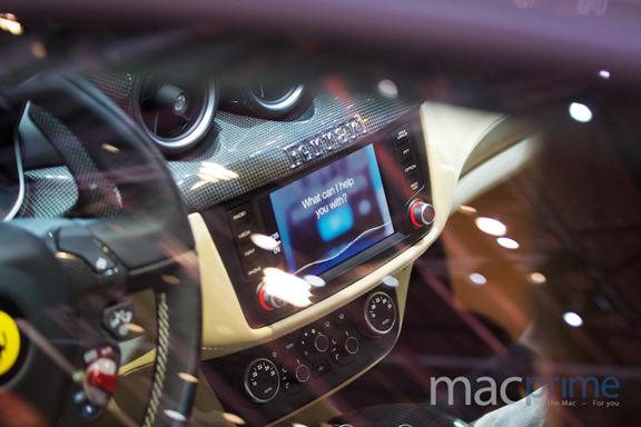 promo-video-carplay-ot-kompanii-mercedes-benz-foto-s-prezentacii-carplay-sovmestno-s-ferrari--------