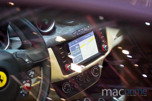 promo-video-carplay-ot-kompanii-mercedes-benz-foto-s-prezentacii-carplay-sovmestno-s-ferrari-----------------