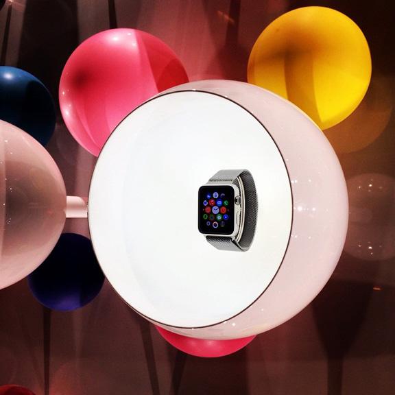 apple-hvastaetsya-chasami-watch-v-modnom-butike-colette-----