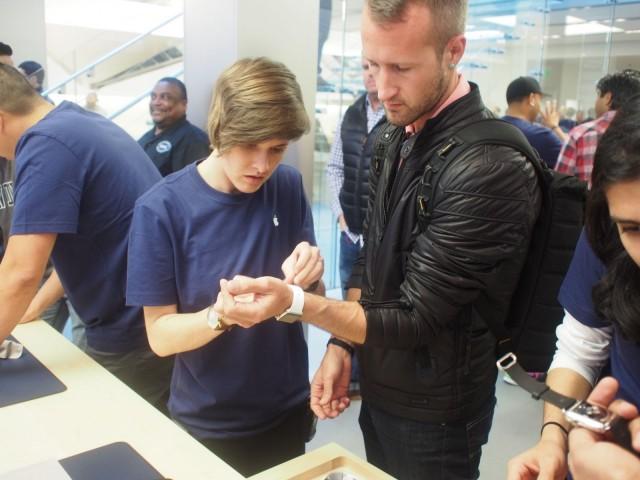 примерка Apple Watch