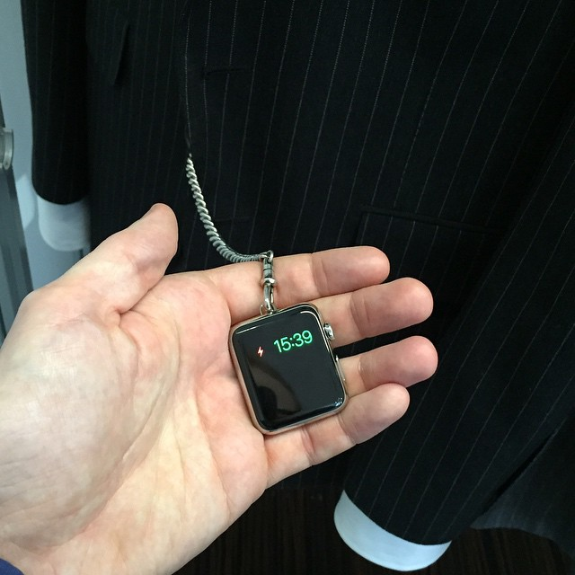 Apple Watch на цепочке