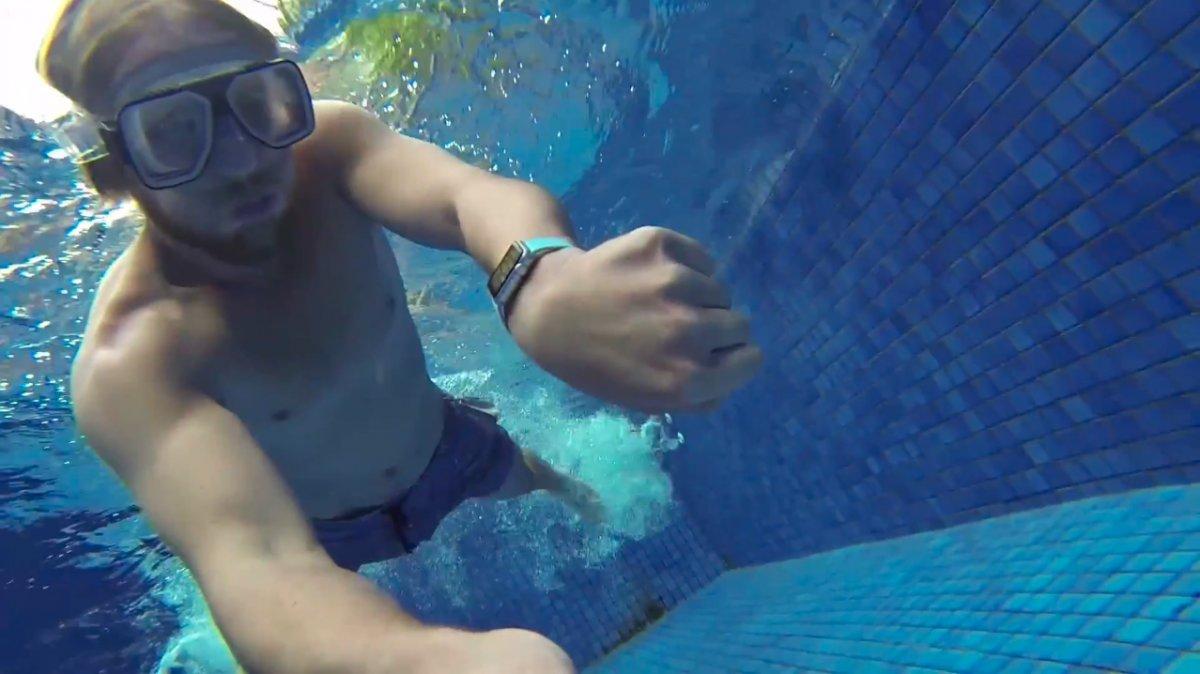 Apple Watch в бассейне