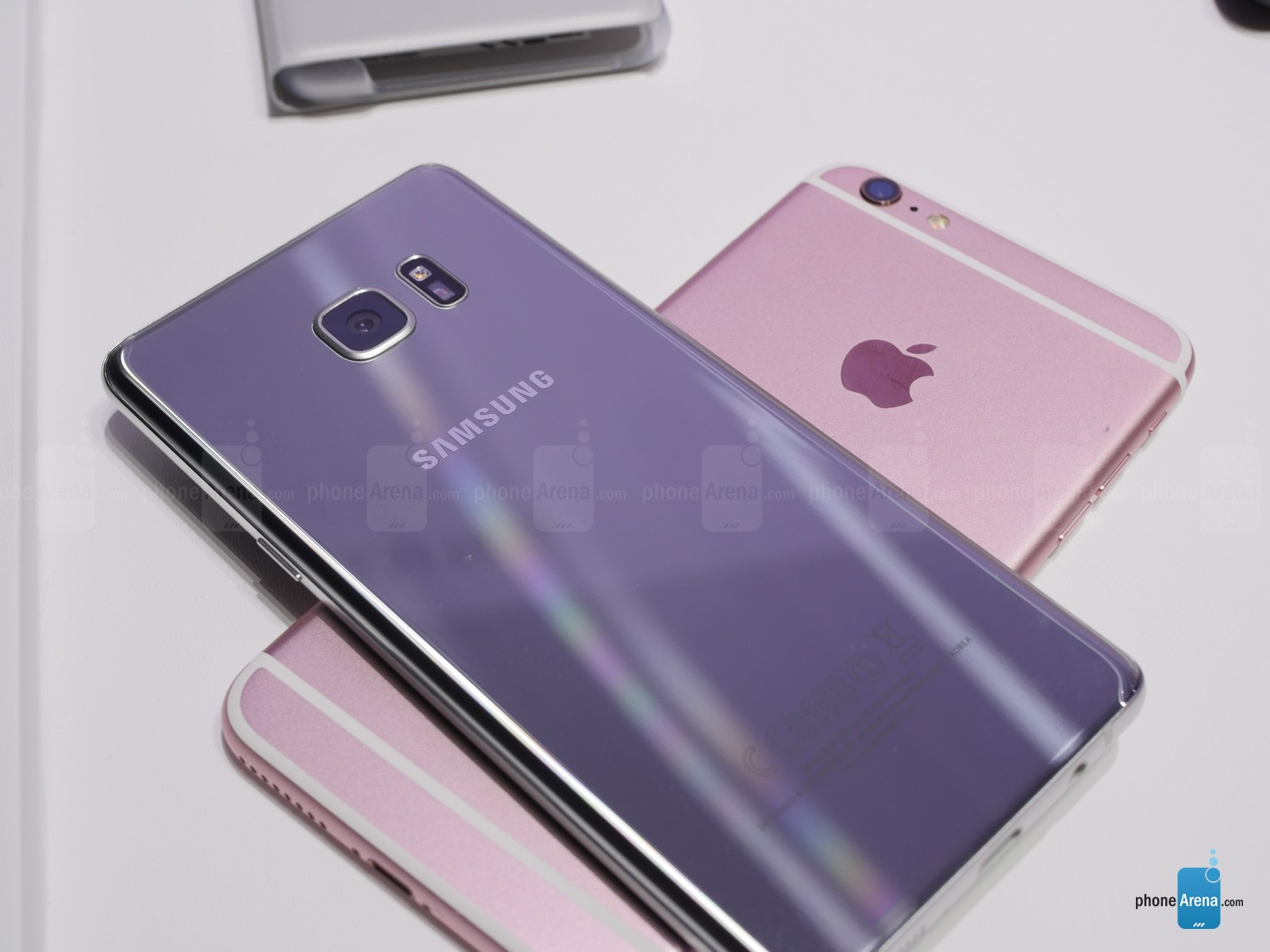 Samsung-Galaxy-Note-7-vs-Apple-iPhone-gfg6s-Plus