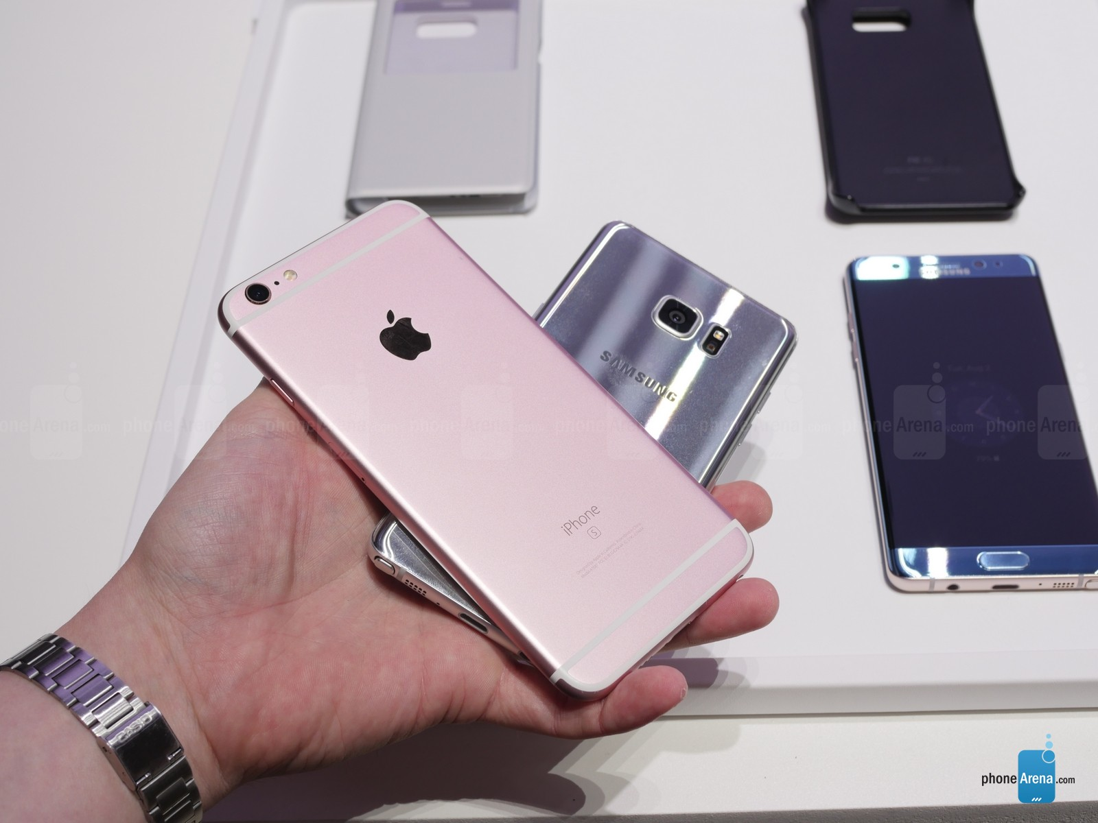Samsung-Galaxy-Note-7-vs-Apple-iPhongfe-6s-Plus